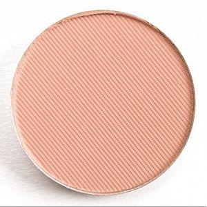 Sephora Makeup - 5/$25 ABH Soft Peach Eyeshadow New Full Size